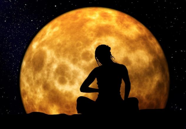 Tina_Moon_silhouette